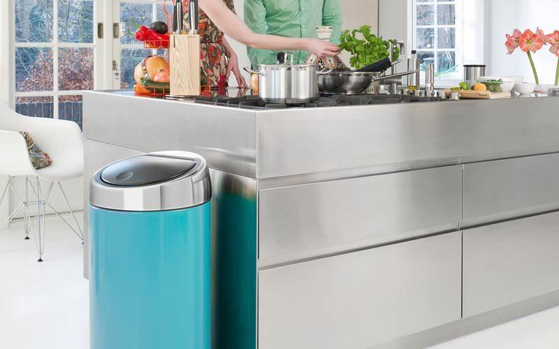 blauwe-afvalbak-in-keuken