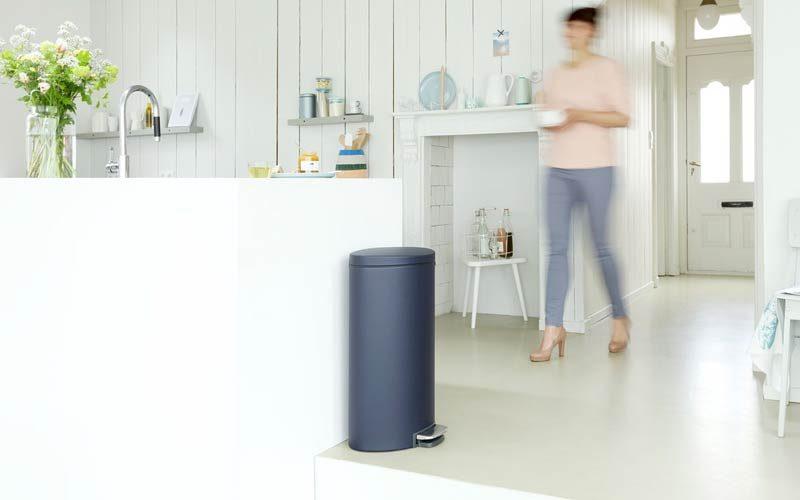 blauwe-grijze-afvalbak-in-keuken