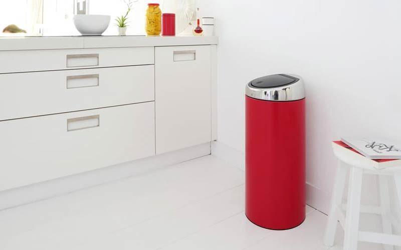 rode-afvalbak-in-keuken