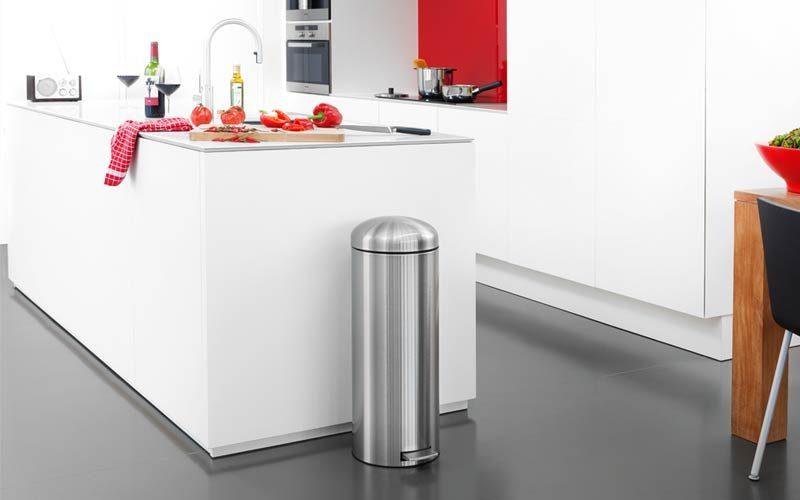 rvs-afvalbak-in-keuken