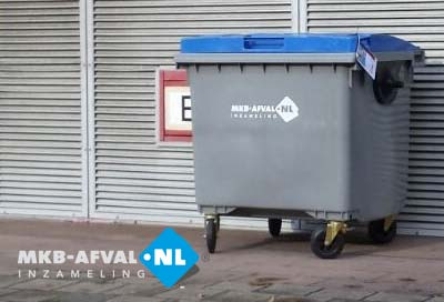 rolcontainer-vier-wielen-bij-mkb-bedrijf